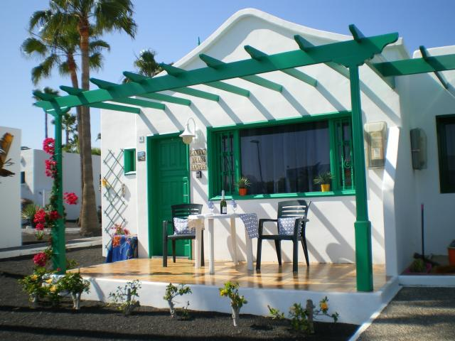 Fabulous 1 bedroom property with sunny terrace close to beach and amenities.